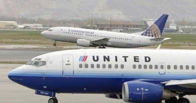 SALT LAKE CITY, UT - APRIL 15:  A Continental Airlines jet takes-off as a United Airlines jet taxies at the Salt lake International Airport April 15, 2008 in Salt Lake City, Utah. According to reports United and Continental have held merger related talks contingent on a successful Delta and Northwest merger.  (Photo by George Frey/Getty Images)